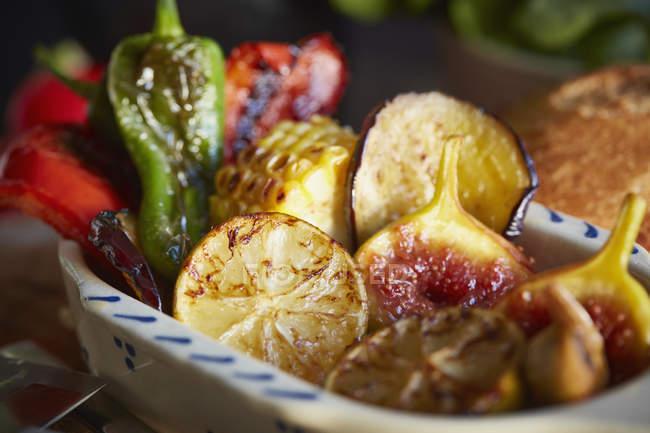Chiuda sulla vista di alimento arrostito servito nel piatto — Foto stock