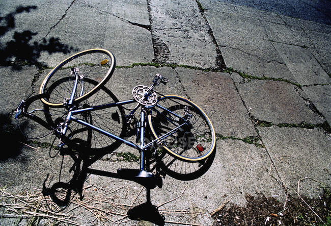 High angle view of bicycle leaved on cobblestones — Stock Photo