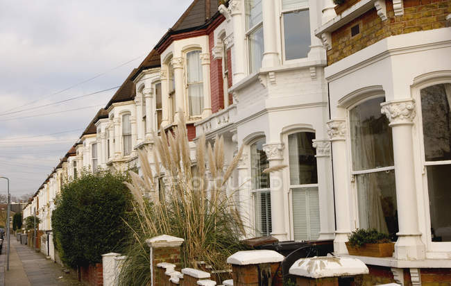 Exterior view of townhouses in row at London, England — Stock Photo