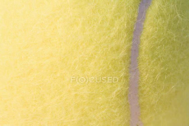 Plan plein cadre de balle de tennis jaune , — Photo de stock