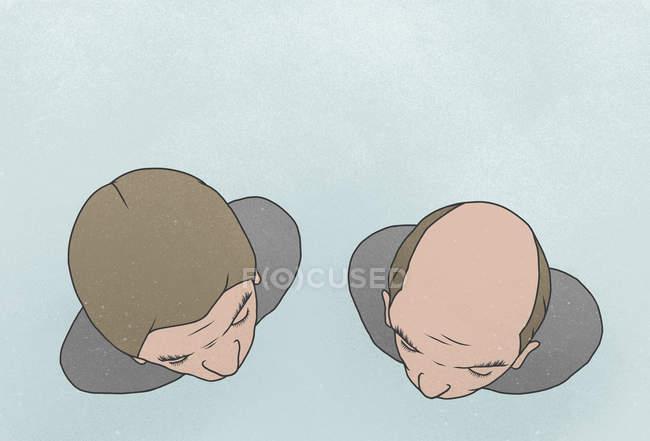 Tir juste au-dessus de l'homme avec un ami contre fond bleu — Photo de stock