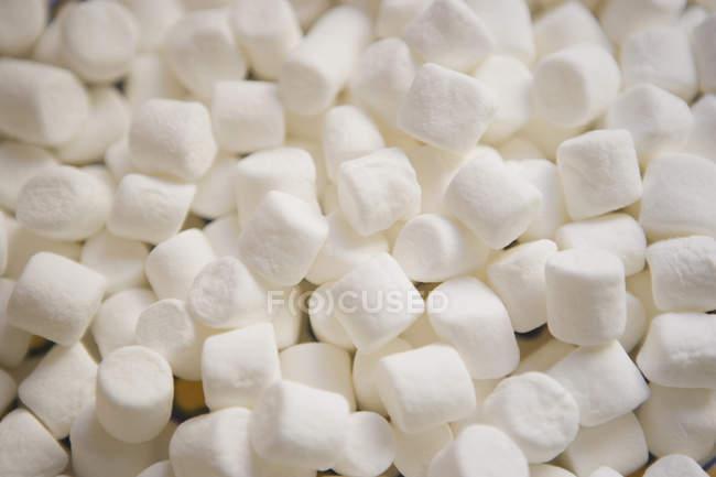 Tiro de quadro completo de marshmallows brancos — Fotografia de Stock
