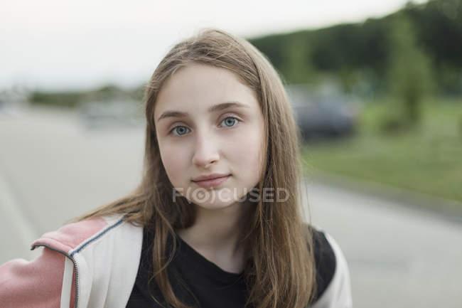 Ritratto dell'adolescente con occhi grigi — Foto stock