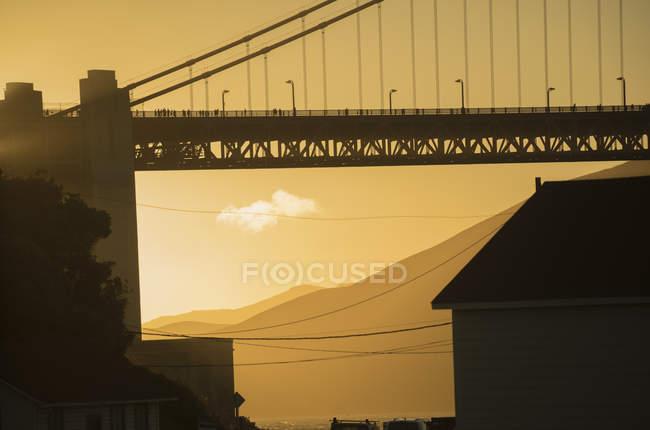 Обтинання Золоті ворота у заході сонця світлі — стокове фото