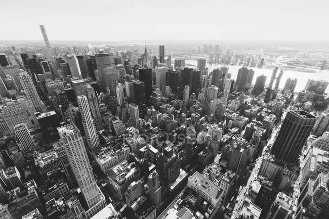 Buildings in Manhattan against sky seen from Empire State Building, New York City, New York, USA — Stock Photo