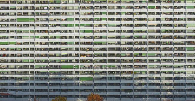 Полный кадр выстрел фасада жилого дома — стоковое фото