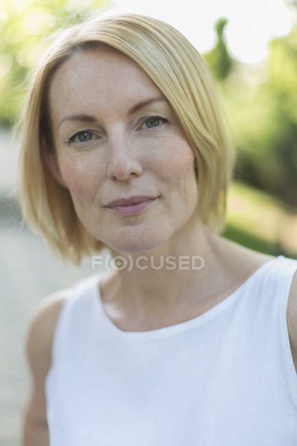 Portrait of mature woman with short blond hair outdoors — Stock Photo