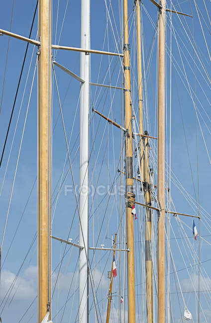 Low angle detail view of mast against blue sky — Stock Photo