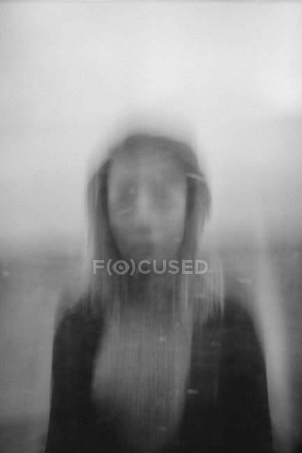 Blurred portrait of teenage girl against sky — Stock Photo