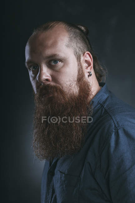 Portrait of bearded hipster against gray background — Stock Photo