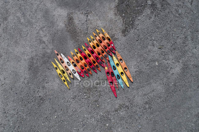 Directly above view of colorful canoes at beach, Anchorage, Alaska, USA — Stock Photo