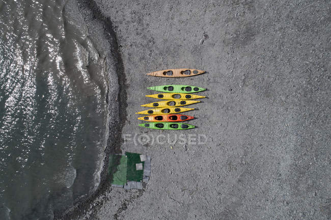 Drone view of colorful canoes at beach, Anchorage, Alaska, USA — Stock Photo