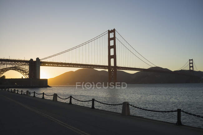 Golden Gate Bridge over San Francisco Bay against clear sky — Stock Photo