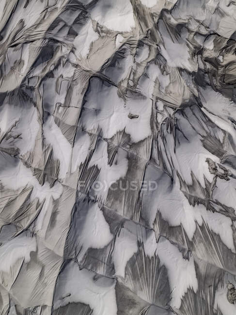 Tiro de quadro completo de encerado de lona na neve — Fotografia de Stock