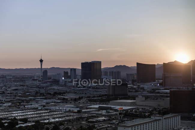 Paesaggio urbano contro il cielo durante il tramonto, Las Vegas, Nevada, Stati Uniti — Foto stock