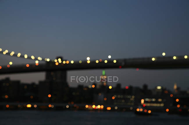 Vue floue sur Manhattan Bridge, New York, États-Unis — Photo de stock