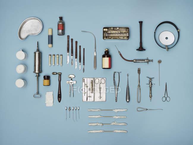 Безпосередньо вище постріл лікувальних засобів на блакитний фон — стокове фото