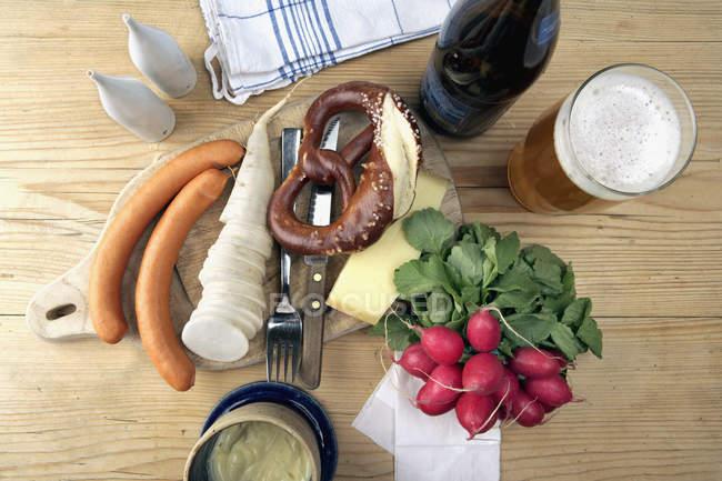 Zutaten für die deutsche Küche auf dem Tisch — Stockfoto