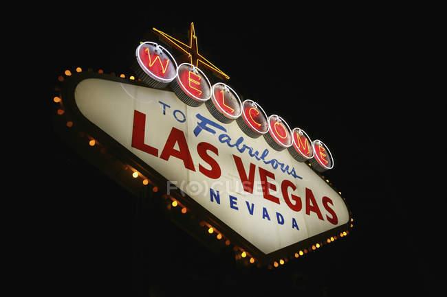 Benvenuti a Las Vegas segno di notte — Foto stock