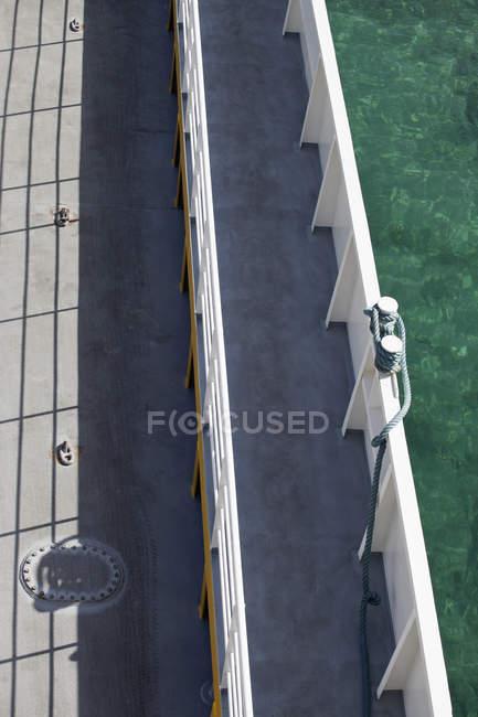 High angle view of walkway bridge and turquoise water — Stock Photo