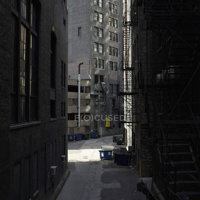 View of empty alley and city buildings — Stock Photo