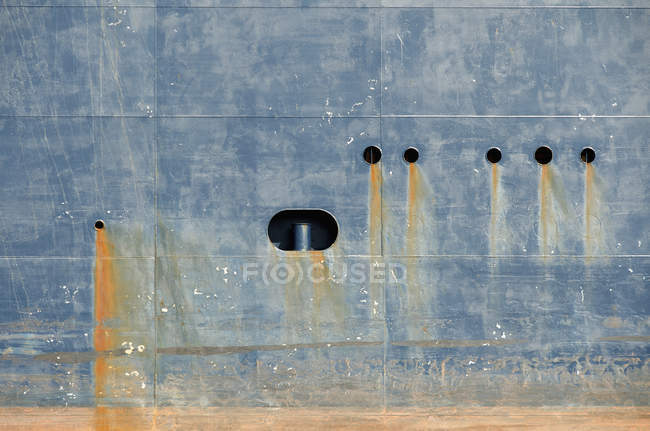 Bleeding rust from hull of tank ship — Stock Photo