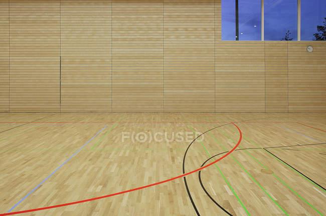 Вид изнутри на пустой спортивный центр — стоковое фото