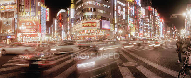 Long exposure shot of busy intersection in Shibuya area of Tokyo, — Stock Photo