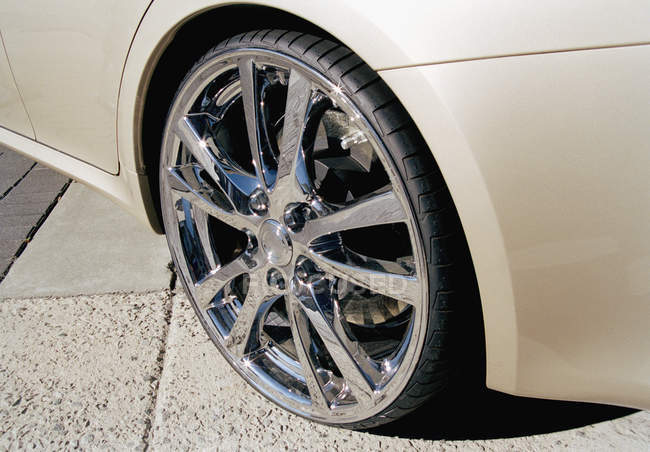 Close up view of alloy wheel on sports car — Stock Photo