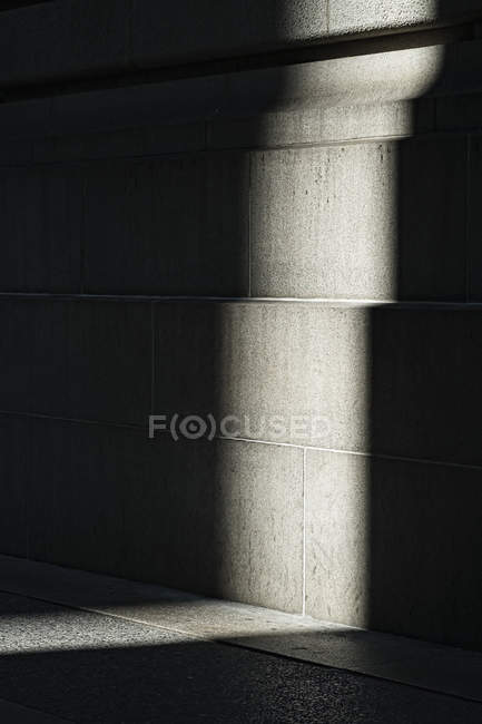 Abstract view of shadow and light against building wall — Stock Photo