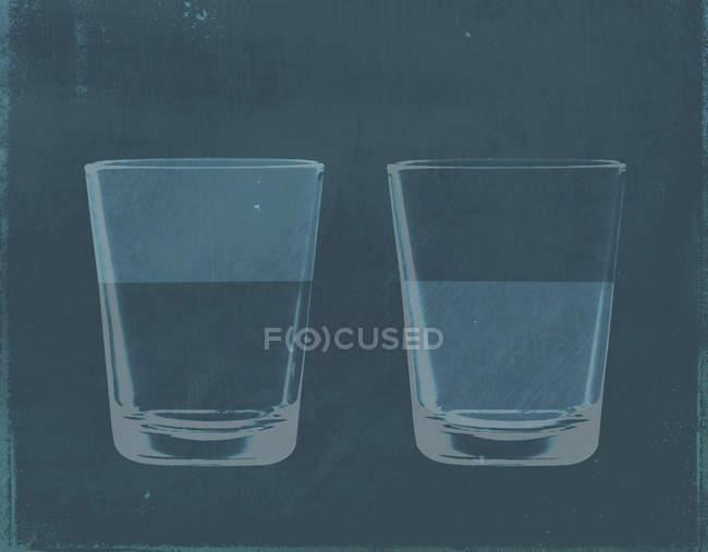 Ілюстрація половину повну склянку з водою поруч з половину очистити стакан води — стокове фото