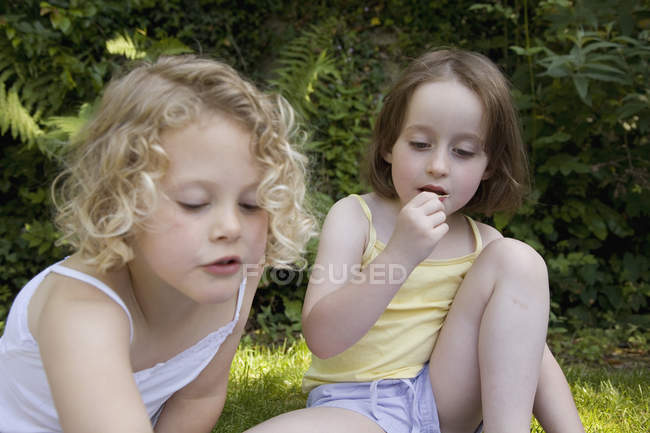 Little girls sitting at picnic in nature — Stock Photo