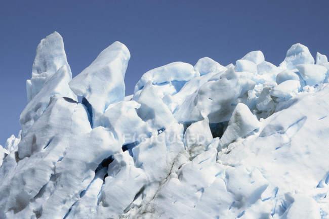 Vista ravvicinata del ghiacciaio sopra il cielo — Foto stock