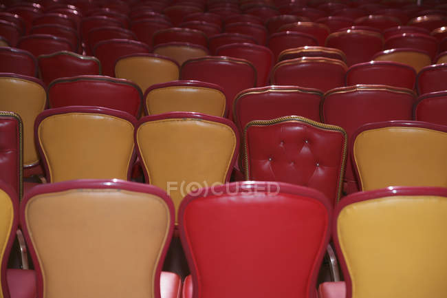 Empty red and beige chairs arranged in auditorium — Stock Photo