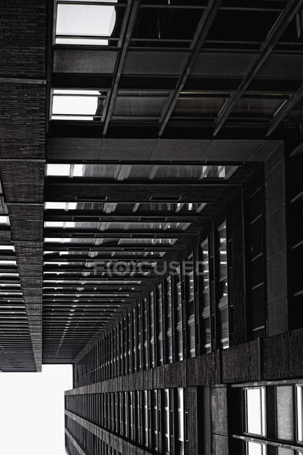 Diminishing perspective of skyscraper facade — Stock Photo