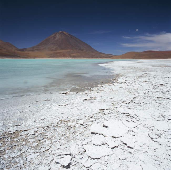 Landscape of mountains behind salt basin, Andes, Bolivia — Stock Photo
