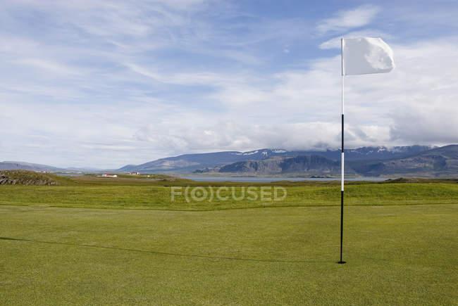 Поле для гольфу з гір у фоновому режимі — стокове фото