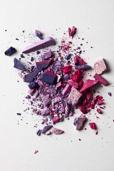 Различные щебень макияж порошок в куче — стоковое фото