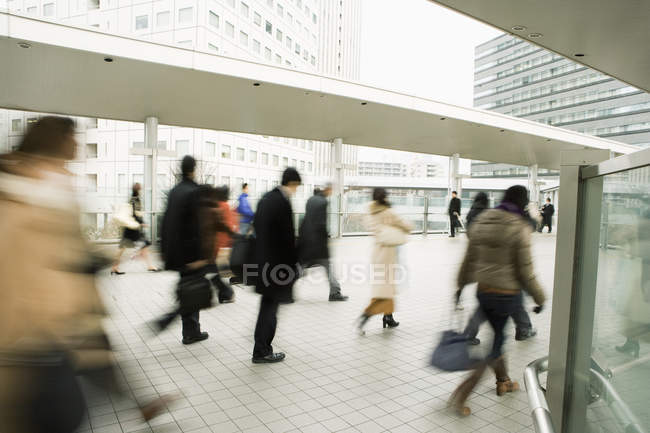 Blurred people walking at urban scene — Stock Photo