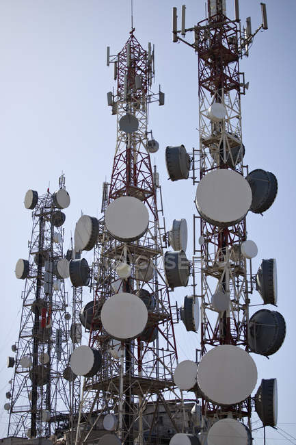 Three communication towers against blue sky — Stock Photo