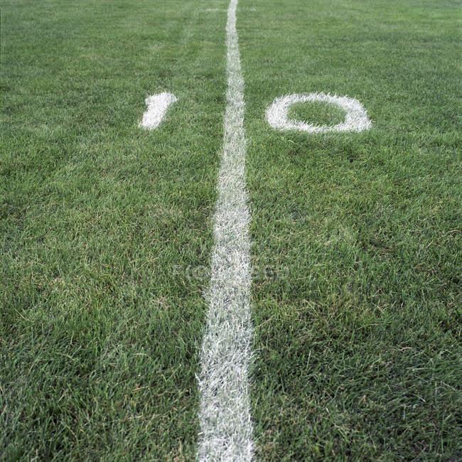 Десять ярдів на полі американського футболу — стокове фото