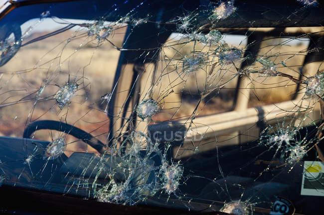 Повний кадр постріл дірок в лобове скло — стокове фото