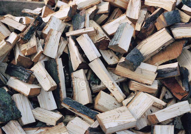 Vollbild-Aufnahme eines Haufens gehäckselten Holzes — Stockfoto