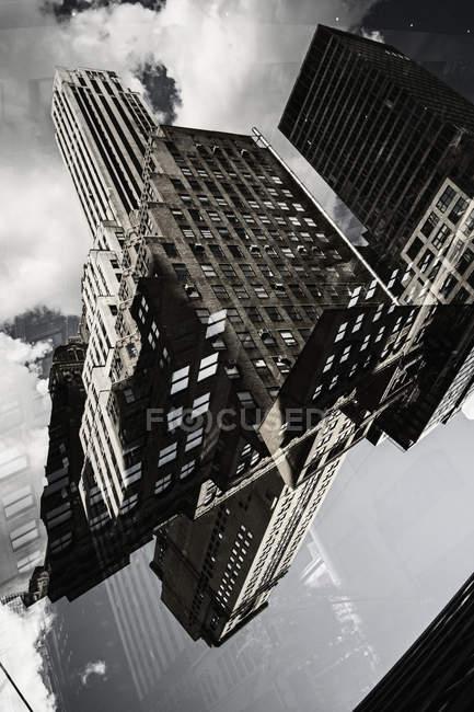 Mehrfachbelichtung Wolkenkratzers Gebäude Fassade — Stockfoto