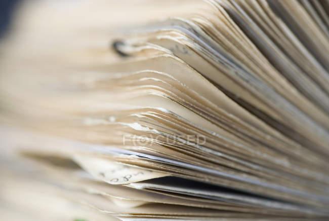 Vista de perto do arquivo de cartão rotativo — Fotografia de Stock