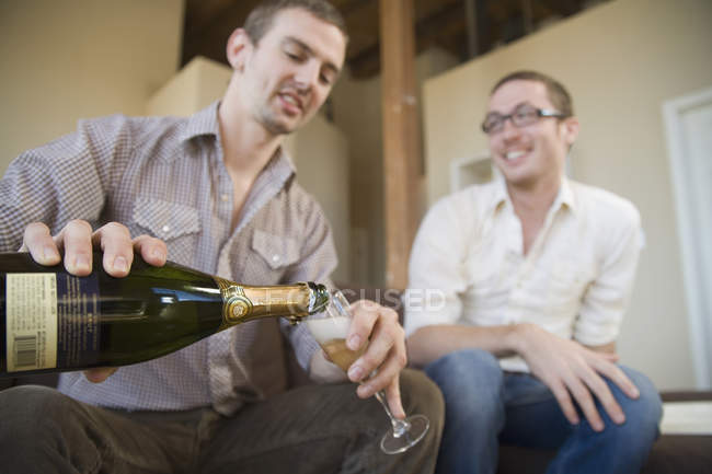 Two men drinking champagne together — Stock Photo