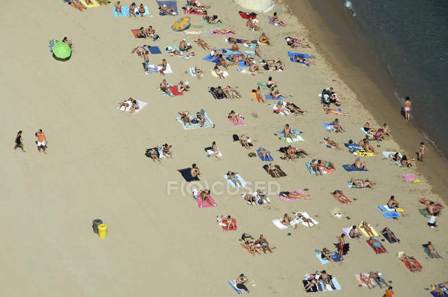 People relaxing on beach againsy water — Stock Photo