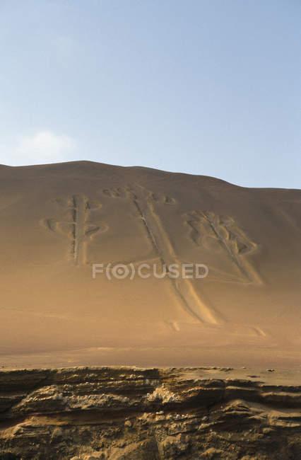 Inscrição de candelabro em um penhasco, Ballestas Islands, Paracas, Peru — Fotografia de Stock