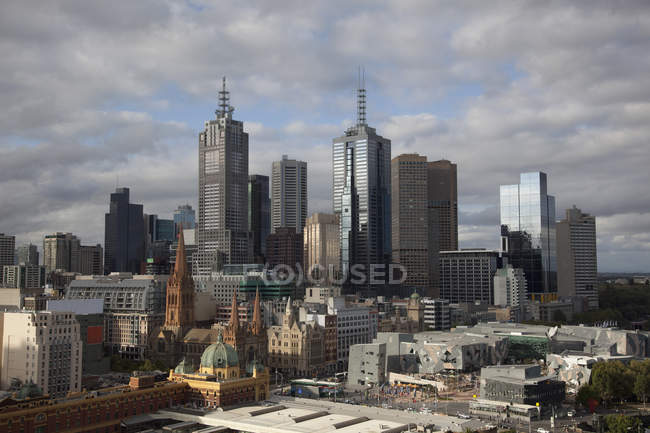 Skyline of Melbourne financial district over cloudy sky — Stock Photo