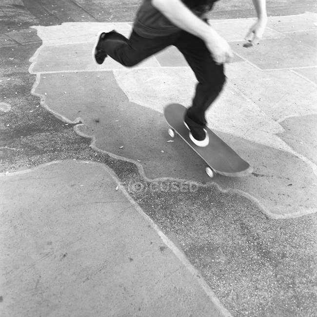 Low section of skateboarder riding at skateboarding bowl — Stock Photo